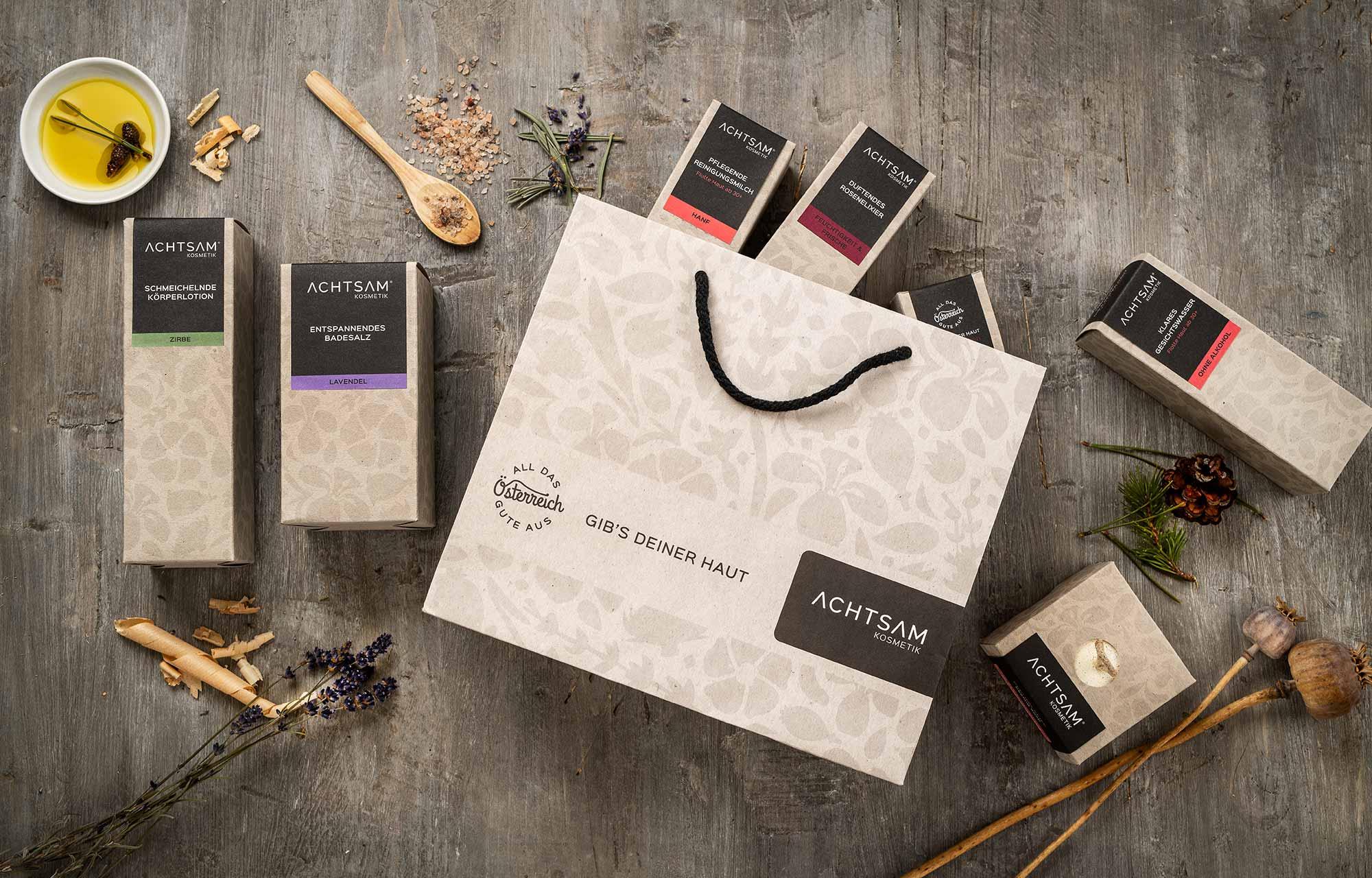 Achtsam Kosmetik - Produkte in der Verpackung