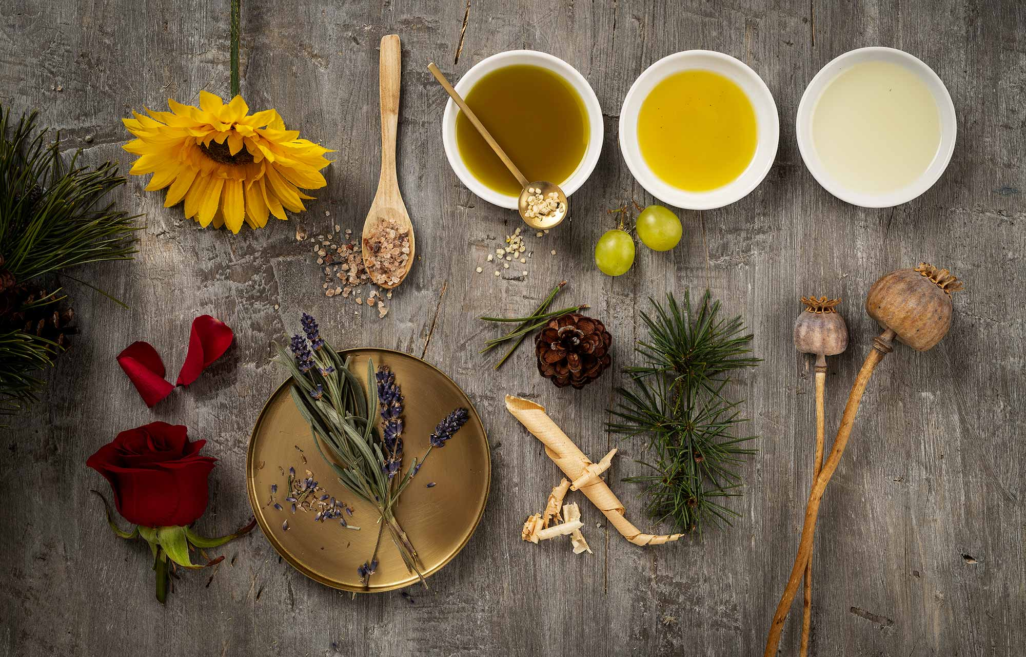 Achtsam Kosmetik - Zirbe, Leindotteröl, Hanföl, Rapsöl, Sonnenblumenöl, Lavendel, Mohn, Latschenkiefer, Rosenblüten